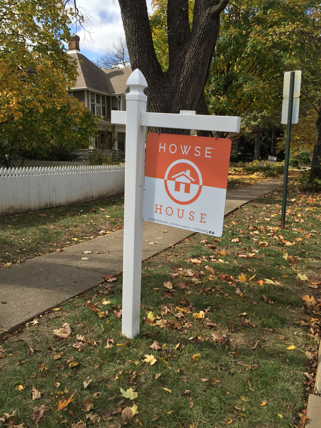howse sign in yard